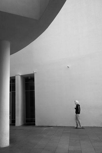Black & White Fine Art Photography Skateboarding Architecture Black Black And White Blackandwhite Blackandwhite Photography Fujifilm Fujifilm_xseries Fujinon Real People Skate Standing Street Street Photography Streetphoto_bw Streetphotography Xpro1