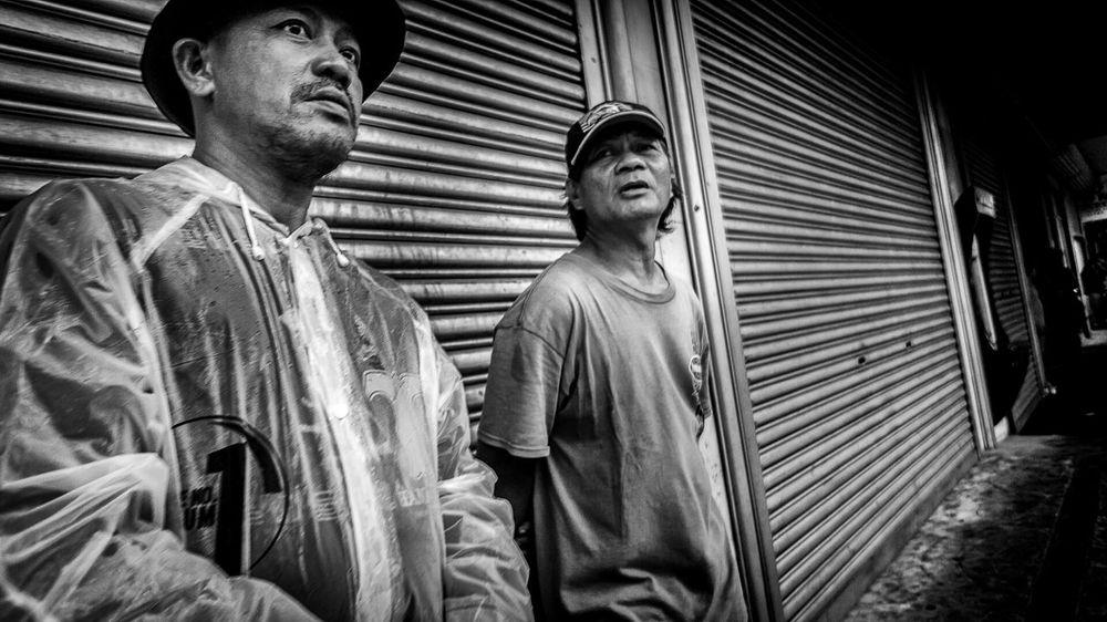 Small Talk Manila Streetphotographyphilippines Urbanphotography RoughDay Hardlife Black And White Photography Streetphotography StreetPortraits Streetphotography_bw Street