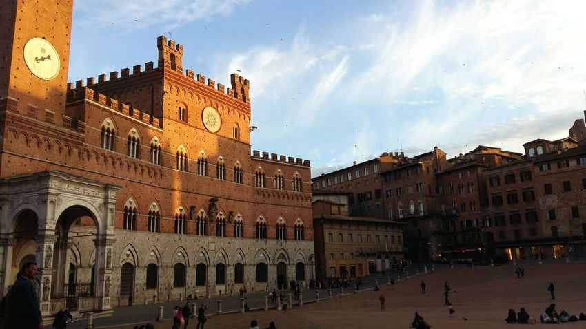 Perfect place,light and moment. Siena..❤ Travel Destinations Taking Photos Outdoors City Piazza Del Campo