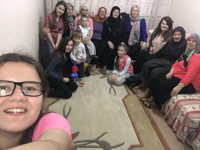 En kıymetlimizi en değerlimizi Umre'ye uğurlamak için bir araya geldik. Allah sağ salim gidip gelmeyi nasip etsin. İnşallah orada geçirdiği her anı en derinlerinde hissederek yaşar. Yolun açık olsun halacığım.Umre Kutsal Toprak Ziyareti Islam Iman İnanç Edirne Geniş Aile Gule Yolun Açık Olsun