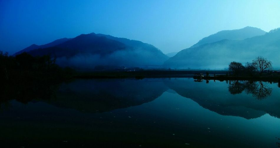 Mountains Great Views Lakes  Taking Photos Peaceful Popular Nature Dawn Water Blue