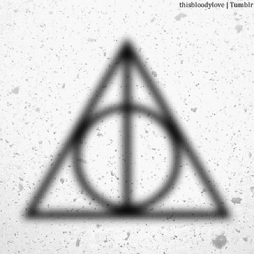 How much I love this? You have no idea. Thedeathlyhallows Elderwand Resurrectionstone Invisibilitycloak masterofdeath harrypotter thisbloodylove mybestfriendiscoolerthanyours bjorn talentedpanda graphicdesign