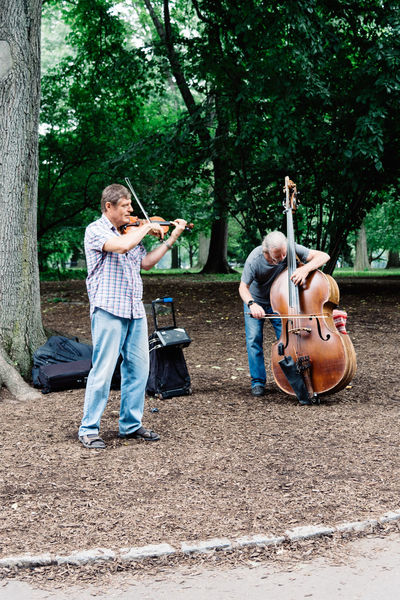Buskers playing violin and cello in Central Park Manhattan American NYC Travel Day Central Park Central Park - NYC Busker Violinist Cellist Cello Violin Playing Musical Instrument Music Casual Clothing String Instrument Musical Equipment Musician Arts Culture And Entertainment Artist Outdoors