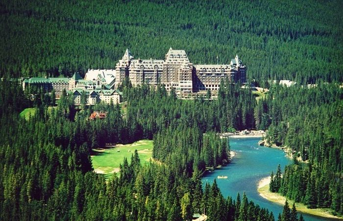 this hotel has the best pools ever! Hotel Banff Springs Hotel Banff National Park