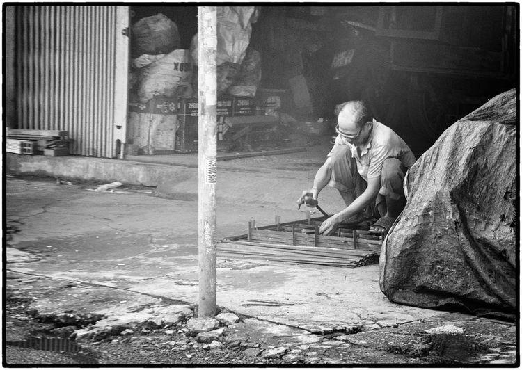 Man working in sculpture