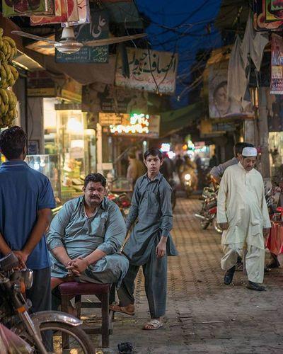 ASIA Pakistan Punjab Sahiwal Cutting Tobacco Streetphotography Panasonic  Lumix Lumixg70 Lumixg7 15mm Leica Summilux @lumix_de Travelphotography VSCO Dailylife Cityofcities @everydayasia