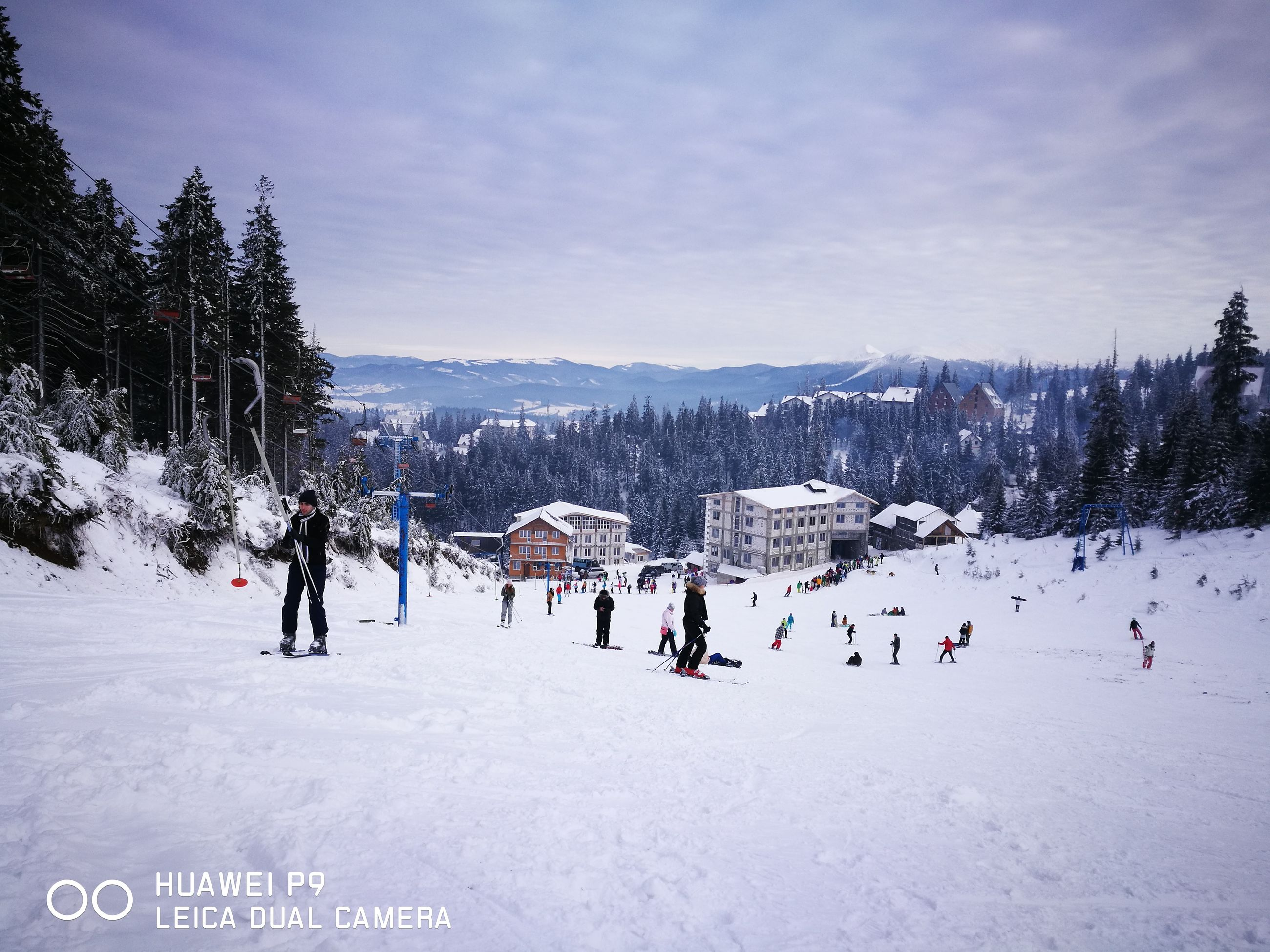 snow, cold temperature, winter, tree, winter sport, real people, large group of people, nature, beauty in nature, day, outdoors, sky, leisure activity, cloud - sky, scenics, sport, mountain, people, ice rink, adult