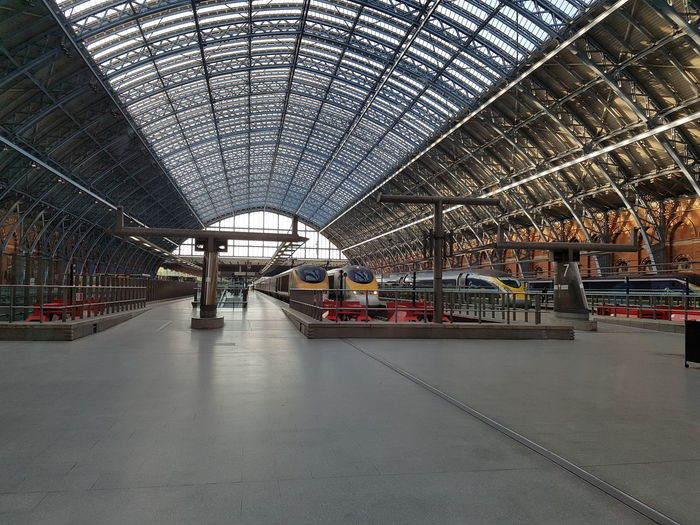 This is a shot of St Pancras International Station with four Eurostar Trains. One E320 Eurostar, Two Class 373's Non refurbished and an E300 Eurostar Train. Architecture Architecture Beaultiful Day British Railways Built Structure Ceiling Day Daytime Eurostar Train HS1 Indoors  International Railway Station Land Vehicle London London International Station London Lifestyle London Trip Londonlife LONDON❤ Mode Of Transport Public Transportation Rail Transportation Roof Train - Vehicle Transportation