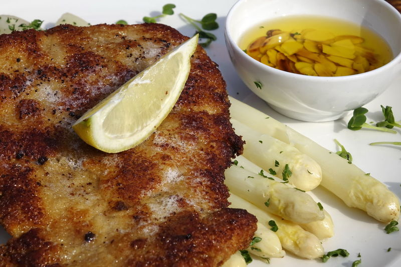 Spargel scheineschnitzel, Asparagus Butter Close-up Day Food Food And Drink Freshness Healthy Eating Indoors  Meat No People Plate Ready-to-eat Schnitzel Schwein Serving Size