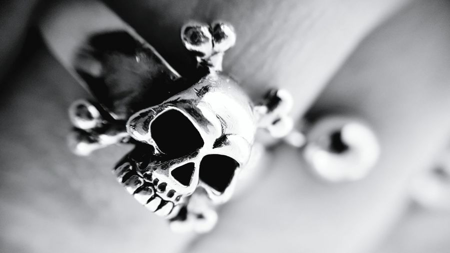 Finger Ring Fingerring Skullrings Skulls Silver Ring Silver - Metal Close-up Jewelry Macro Photography Human Hand Heavy Metal Rockstar Rock Music Rock'n'Roll Lifestyles Lifestyle Black And White Photography