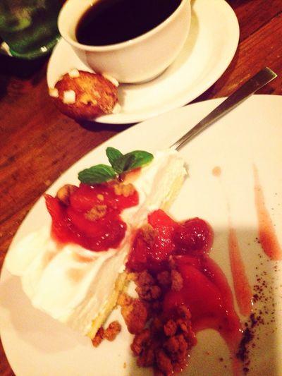 イチゴとイチジクのチーズケーキ。ブレてる。