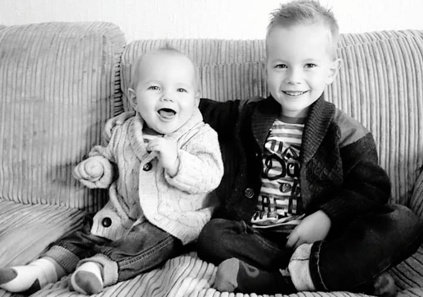 Portrait Sofa Boys Child Childhood Togetherness Happiness Friendship Brotherlylove Brothers Beatiful Mylife