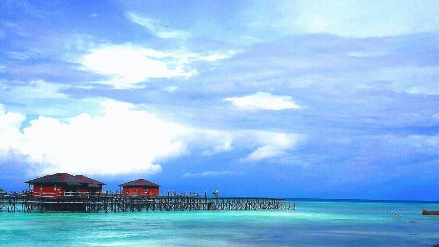 perfect shot! Maratua Island, East Borneo, Indonesia. Taking Photos East Borneo Picoftheday Photography Photooftheday Beautiful Sky How's The Weather Today? Nofilter INDONESIA