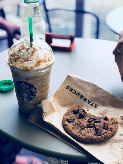 Starbucks Food And Drink Food Sweet Food Freshness Dessert Sweet Indulgence Close-up Temptation Table Refreshment Cookie