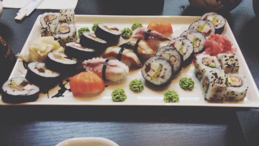 Eat Shushi <3 Lovelovelove Chil Out