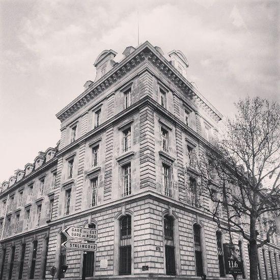Instagram Instagood Paris Capitale Immeuble Copines Friend Photo Picture Photoofparis Arbre Tree Blanc White Noir Black Nuage Nuageux Cloud