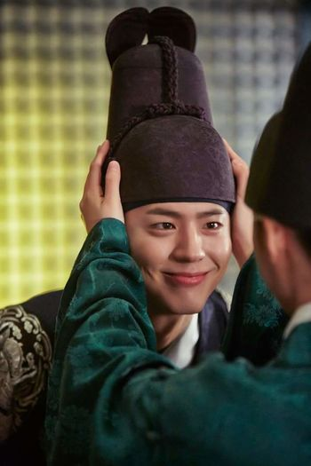 Ngưng đẹp lại đi mẹ 😭😭 Piaoliang Beautiful Park Bo Gum 很可爱 很帅 박보검 Moonlight Drawn By Clouds Night Handsome Lee Young 이영 Haha Smile His Eyes