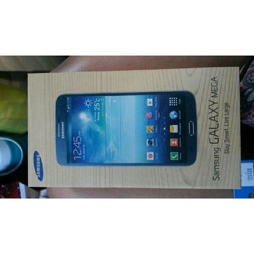 Early Christmas gift for thyself! The grandest gift that I let myself have. Nomoreshoppingforyou Criticalwallet Samsunggalaxymega63 White