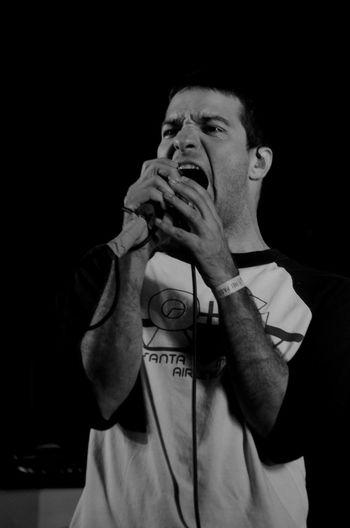 Blackandwhite Music Rock Musician Brasil Performance Vitaonatureza Luz Show Sombra Musician Monochromatic Victornatureza Rock Music Pretoebranco Cobertura Deadfish Pb Hc Espiritosanto