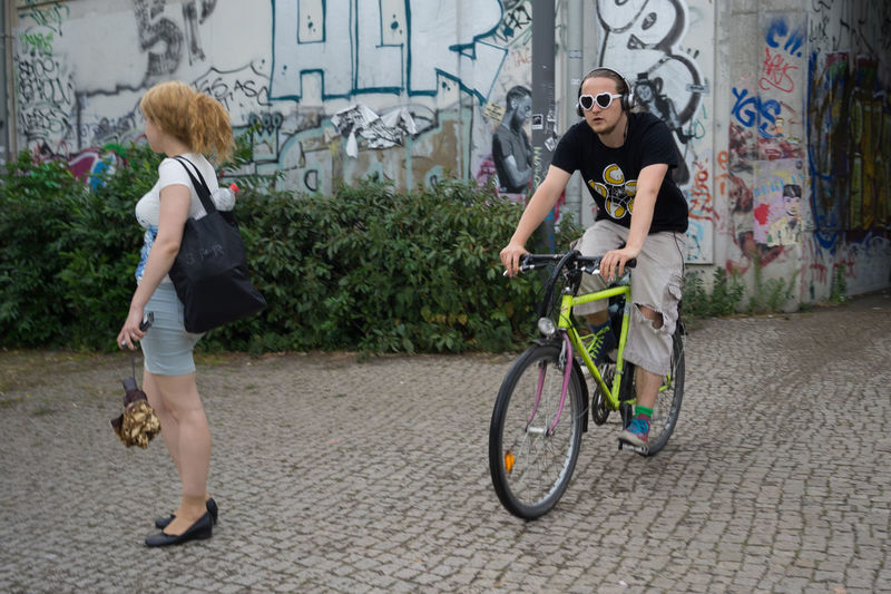 Berlin Bicycle Bicycles Sunglasses Red Hair Viadukt Street Photography Street Art Bussiness Telling Stories Differently Capture Berlin Aphoto.website Erik Lindner Discover Berlin