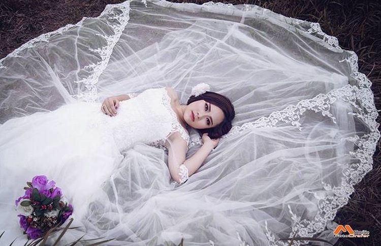 Cô dâu không chú rể :) --- 👉 Mọi chi tiết xin liên hệ: 📷 Photo: MinhSmilie 📱Tel: 0906185552/0903458794 💬 zalo / facebook / insta Makeup: Khánh Ngọc --- Bride Makeup Côdâuđơn Chupanh Smiliefotografer Minhsmilie Váy Váycưới ảnhđẹp Weddingdress