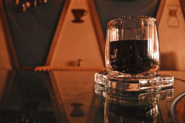 Coffee VSCO Vscocam Eyeemmarket Nikon EyeEm Selects Refreshment Close-up Food And Drink Indoors  Drink Focus On Foreground Container Drinking Glass Transparent No People Household Equipment Still Life Reflection Table Bottle Freshness Alcohol Glass Glass - Material Wine