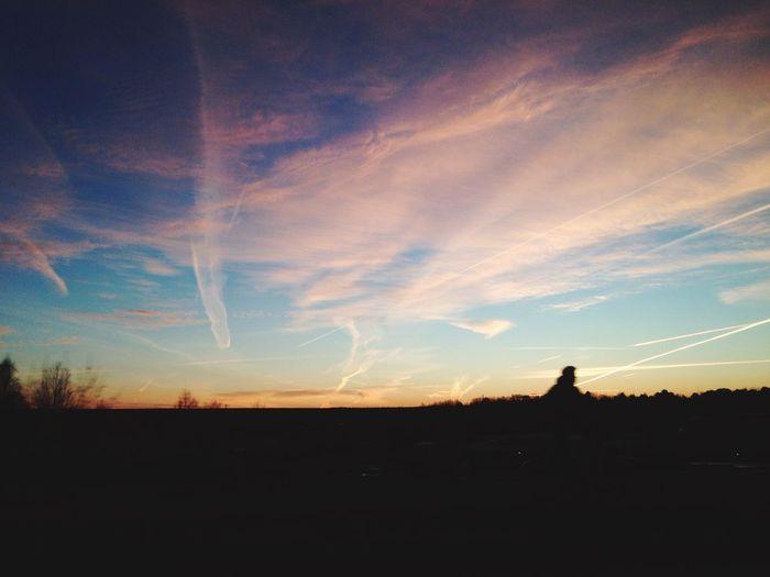 ?? Roadtrip Sunset Enjoying Life Lovelife Vemhartidförattgåinförskolan Finnssåmycketroligareogöra Needhelp Tamigutomlands äventyr