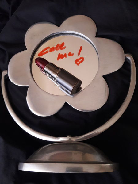 """""""Call Me"""" Daisy Close Up Message Love San Valentine's Day San Valentine's Day EyeEmNewHere Love Message Silver  Red Red And Silver Feelings Relationships Couple Mirror Lipstick Communication Daisy Shapes No People Steel In Touch Keep In Touch  Black Background Conceptual Love Yourself The Creative - 2018 EyeEm Awards"""