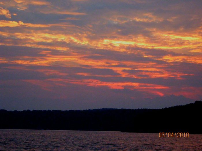An old throwback I wanted to share. I snapped this on Greers Ferry Lake July 4th, 2010. It was such a fun night watching the fireworks with the family and then topping the night off with a round of night fishing. ♡ Taken with Canon Powershot and edited in Sky_collection Sun_collection SkyCandy Eye4nature