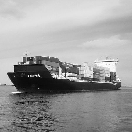 Portgdynia Containership Vessel Containers bnw port arrival flottbek