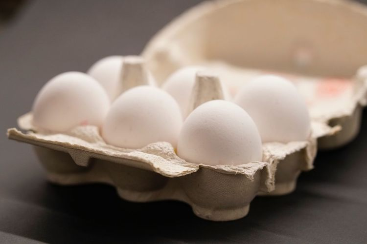 Egg Egg Carton Animal Egg Food And Drink Food Eggshell Raw Food Indoors  White Color Healthy Eating Cracked Freshness Fragility Protein Dairy Product No People Close-up Egg Yolk Eggcup Ready-to-eat