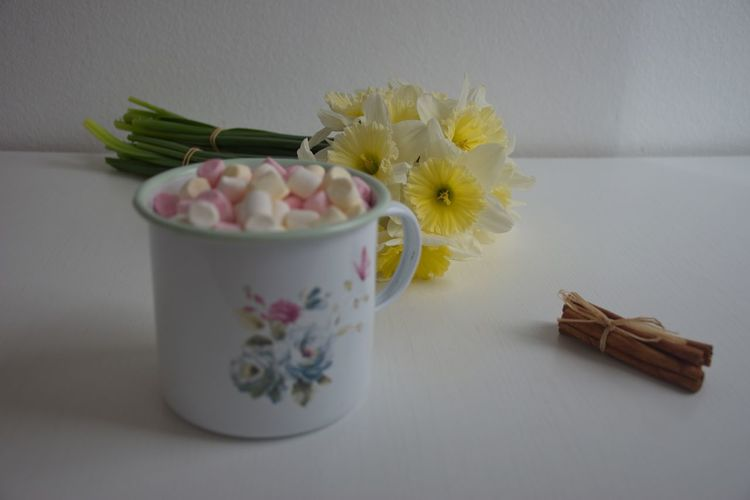 Flower Flowering Plant Freshness Plant Table Indoors  Petal No People Still Life Close-up Flower Head Vulnerability  Fragility Food And Drink Container Food White Color Temptation Pot Sweet Sweet Food Marshmallows Pastel Pastel Colors Cinnamon