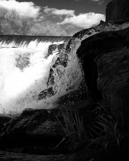 R a p i d W a t e r s Climbing up the rocks trying not to get wet. This shot was alot of fun . . . . . . . Waterfall Flowingwater Waterphotography Waterfoam Newhampshire Blackandwhitephotography Bnw_society Landscapes Landscapephotography Mobilephotography Darkphotography Bnwphotography MonochromePhotography Monogram Bnwoftheday Bnw_of_our_world Instadark Splash Naturephotography Exploremore Rapids Springtime PhonePhotography IPhoneography Mobilephotography
