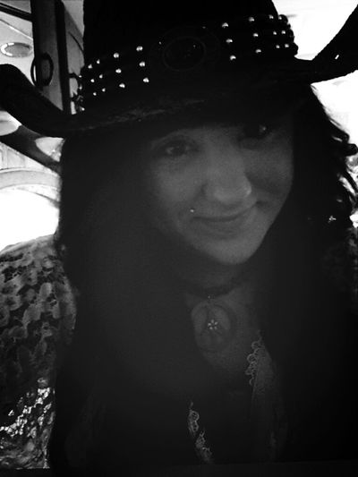 don't you just love my hat(;
