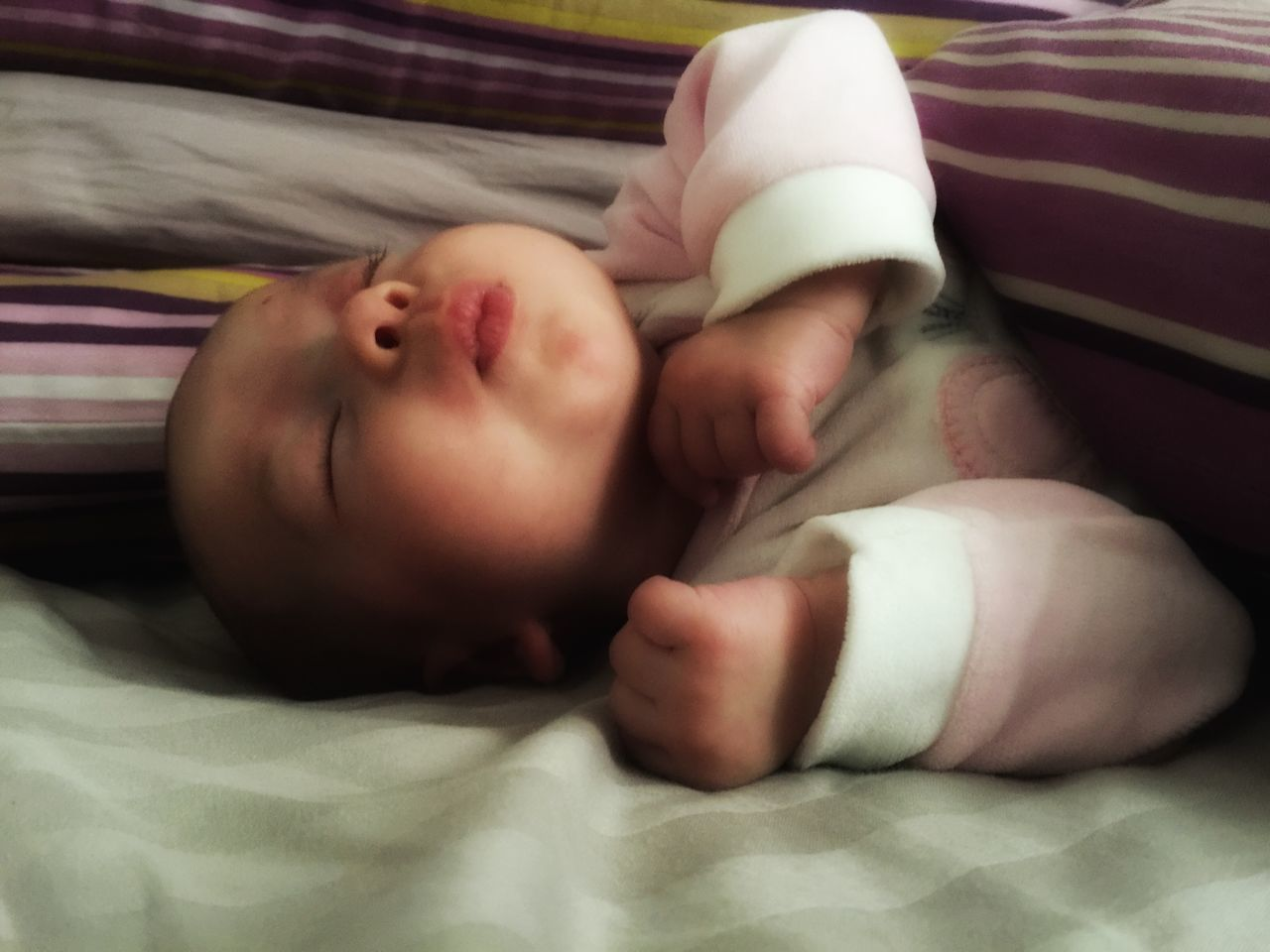 bed, baby, lying down, furniture, young, child, babyhood, childhood, real people, innocence, beginnings, new life, indoors, newborn, cute, relaxation, one person, sleeping