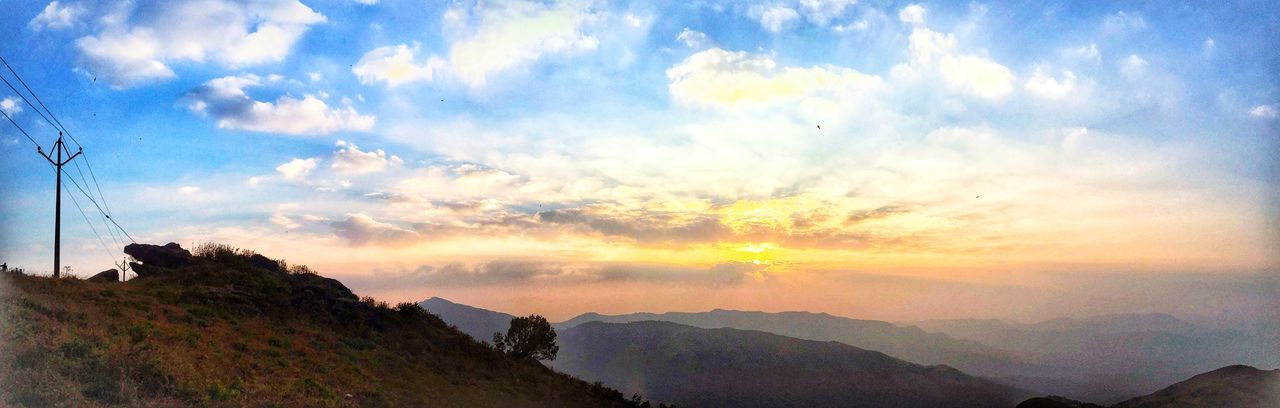Last sunset of 2017❤️❤️⭐️ #westernghats Trvelling Chikmagalur Western Ghats Sky Mountain Nature Beauty In Nature Cloud - Sky Scenics Sunset No People Outdoors Landscape Mountain Range Tranquil Scene