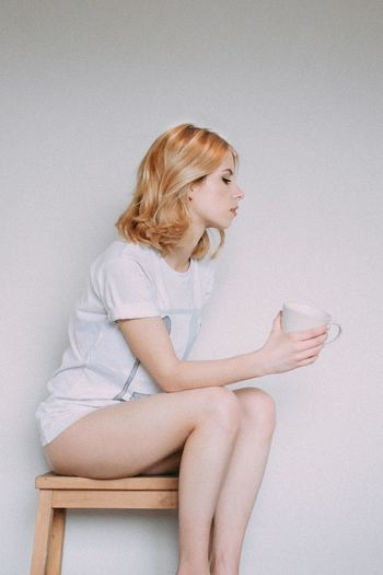 Coffee Coffee Time Morning Morning Light Tea Blond Hair Casual Clothing Coffe Coffee Cup Hairstyle Leisure Activity Lifestyles Morning Rituals Portrait Real People Young Women