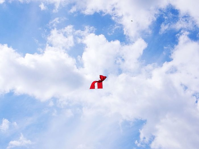 to fly Flag Latvia City Red Airplane Cloud - Sky Cloudscape