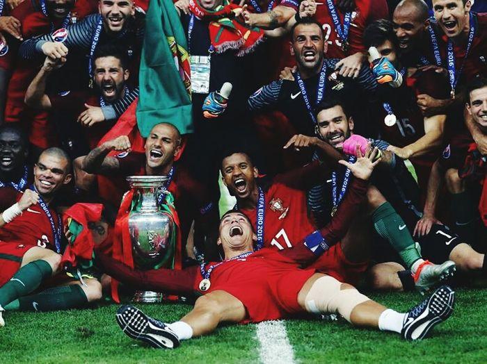 SOMOS CAMPEÕES SOMO 11 MILHOES 🇵🇹❤✊🇵🇹❤✊ Paris Portugueses TeamPortugal Euro2016 Portugalovers Nossapaixao Lusitano Euro2016win CampeaoCaralho Campeao European Championship  Portugal Ganadores Football ❤Orgulho Portugallovers Bandera