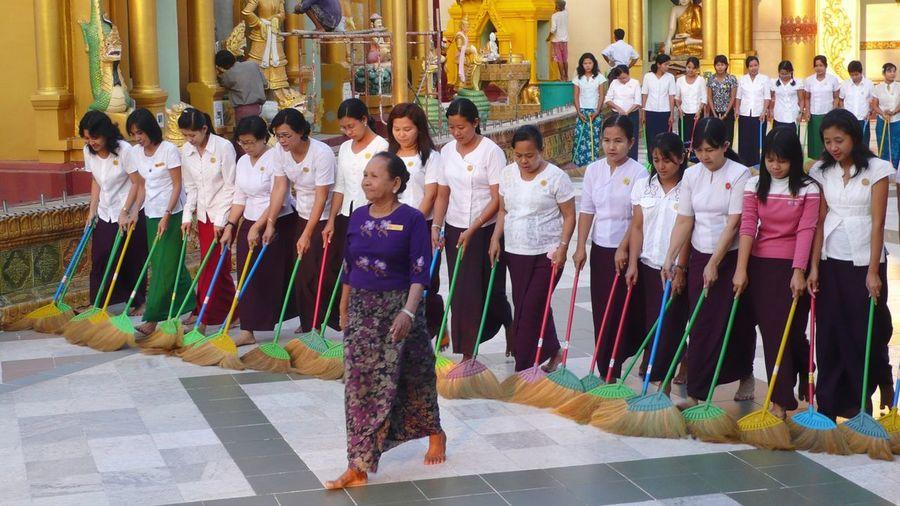 Collected Community ]Schwedagon Team Together Cleaning Temple Buddhist Rangoon Yangon, Myanmar