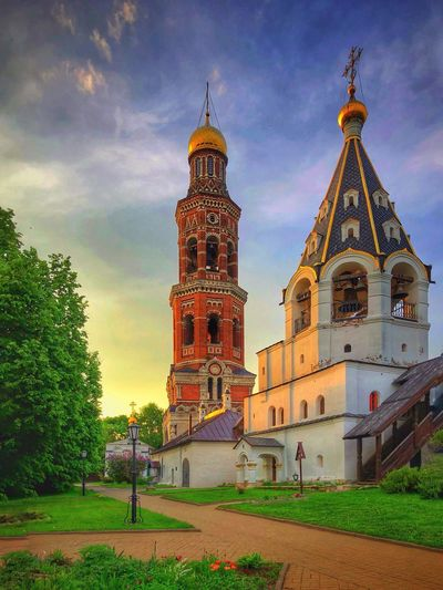 Orthodox Church Gott Mystery Green Nature Filter Google Cool Osteuropa Iphone8plus IPhoneography Russland Russia Orthodox Built Structure Architecture Sky Building Religion Belief Place Of Worship Cloud - Sky Spirituality Nature Tower Plant Grass Travel Destinations Outdoors Spire  Tree