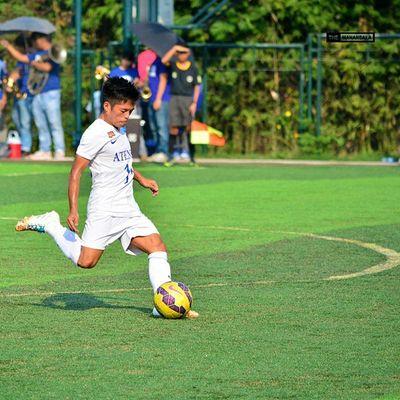 Mabanag @19mikko scored a goal (17') from this free kick 🎆 ⚽ . . . UAAP Uaap77 Uaapseason77 ADMUvsUST ateneo AdMU UST uste sbspotlight soccerbible football themanansala