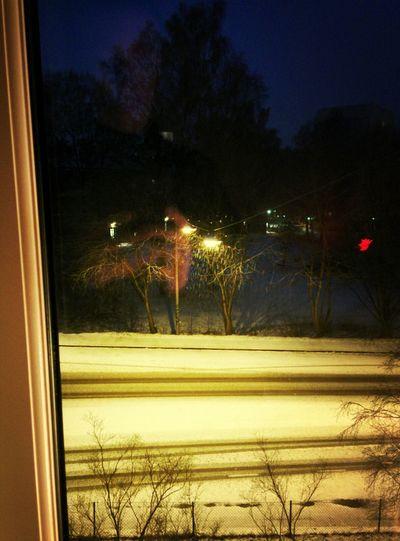 Man suckar när man ser att det Snöar Snö  Januarigatan innan man ska till jobbet.