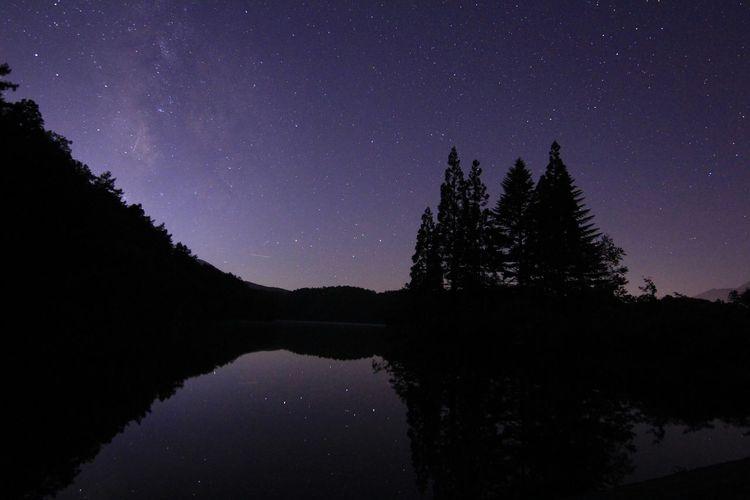 もう1枚💦800picになりました😃いつもありがとうございます😆 銀河鉄道の夜♪ Nightphotography EyeEm Best Shots EyeEm Nature Lover Nature Lake View Beautiful Nature ほんとに帰ります💦💦 Milky Way 星空