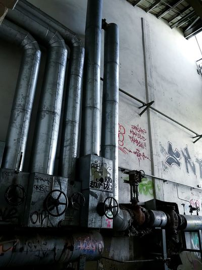 Old factory Graffiti Indoors  Low Angle View No People Day Factory Travel History Abondoned Places Abonded Buildings Photography Goodday Abdoned Colour Abdoned Bildung Gravestone Lostplaces Rotten Selective Focus Urbanphotography Urbex Urbexexplorer Urbexphotography Rotting
