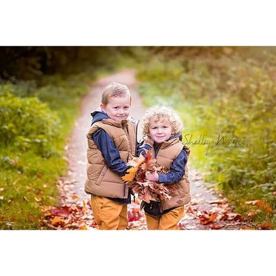 Shelleynaomiphotography Portsmouthphotographer Hampshirephotographer Fall photography childphotography outdoorphotography brothers