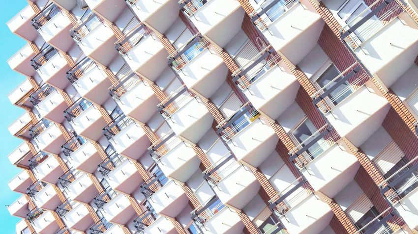 Los setenta en Valladolid Backgrounds Pattern No People Day Clear Sky The Architect - 2017 EyeEm Awards Art Is Everywhere Architecture Outdoors Landscape Eyem Gallery Eyeemphoto Eyeem Photography Eyeem Market Sunlight Sky The Graphic City