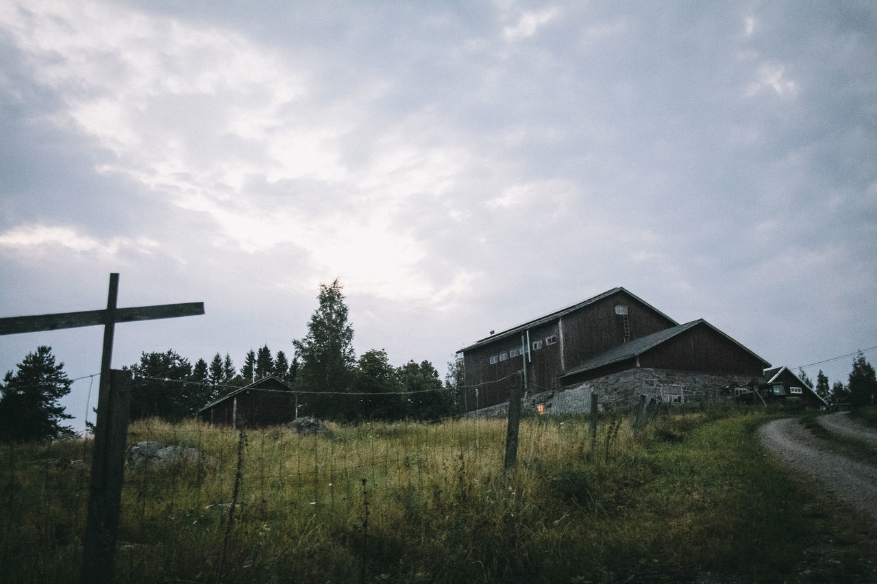 built structure, architecture, grass, sky, no people, house, building exterior, field, tranquility, outdoors, tranquil scene, landscape, tree, day, nature