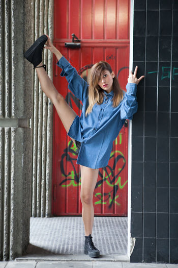 M. Athletic and stretching Adult Adults Only Athletics Cheerful Day Full Length Girl Gymnastic Gymnastics Happiness Locker Room One Person One Woman Only Only Women Outdoors People Red Smiling Sport Steps Street Sport Stretch Stretching Women