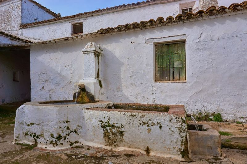 Spring water fountain Waterdrops Water Spring Spaın Daylight Extremadura Spain Fountain Badajoz, Spain Fuente Del Arco Built Structure Building Exterior Architecture Old Window No People Building Day Deterioration